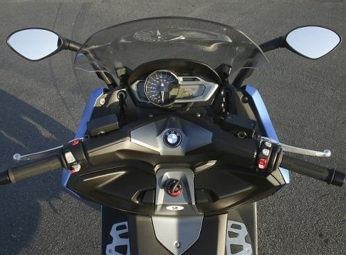 2013-BMW-C600-Sport-dash.jpg